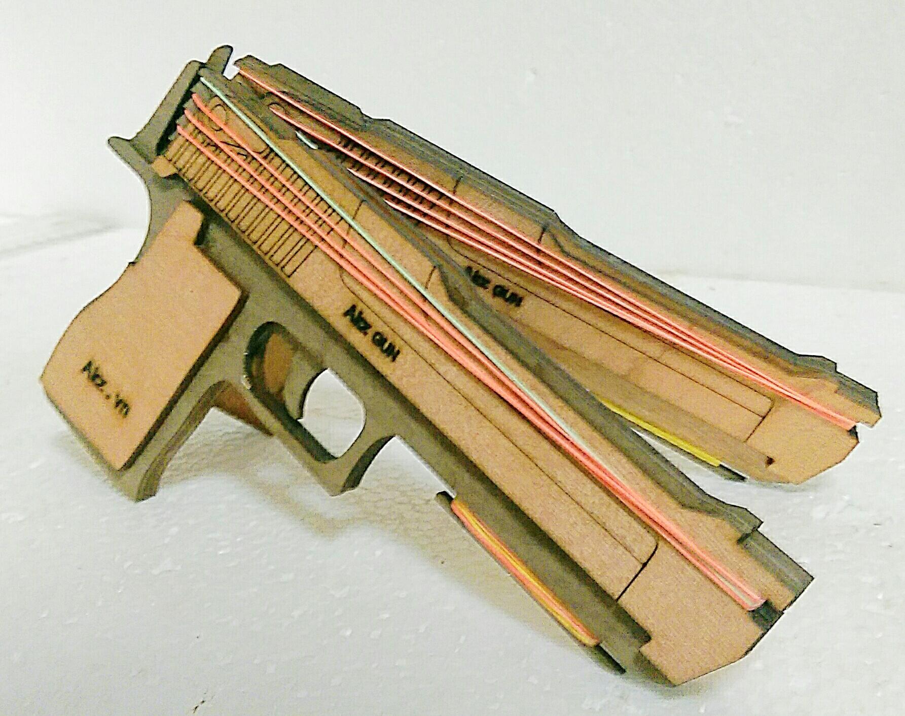súng bắn chun , nạp 6 chun , bắn 6 cái , từng cái 1